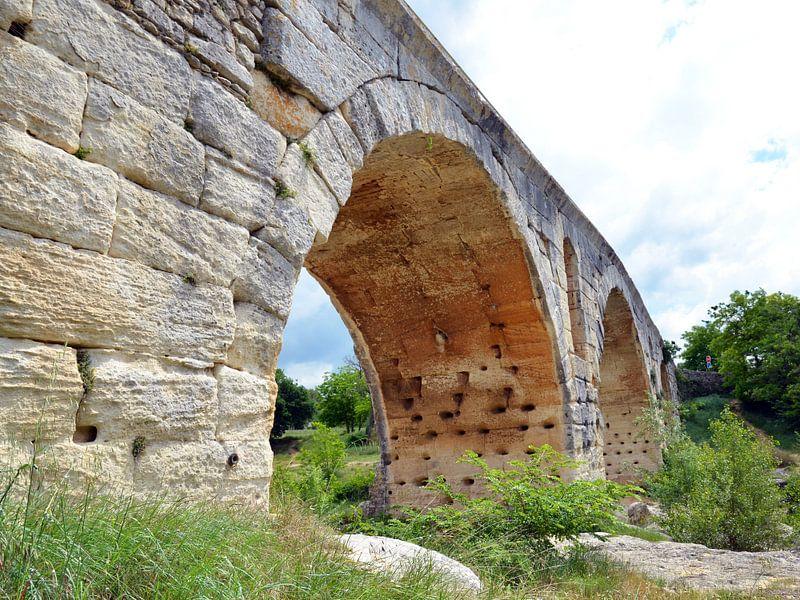 Pont Julien, pont romain à arcs sur le Calavon près d'Apt (France) sur Gert Bunt