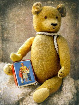 oude Teddy met spaarpot van Christine Nöhmeier